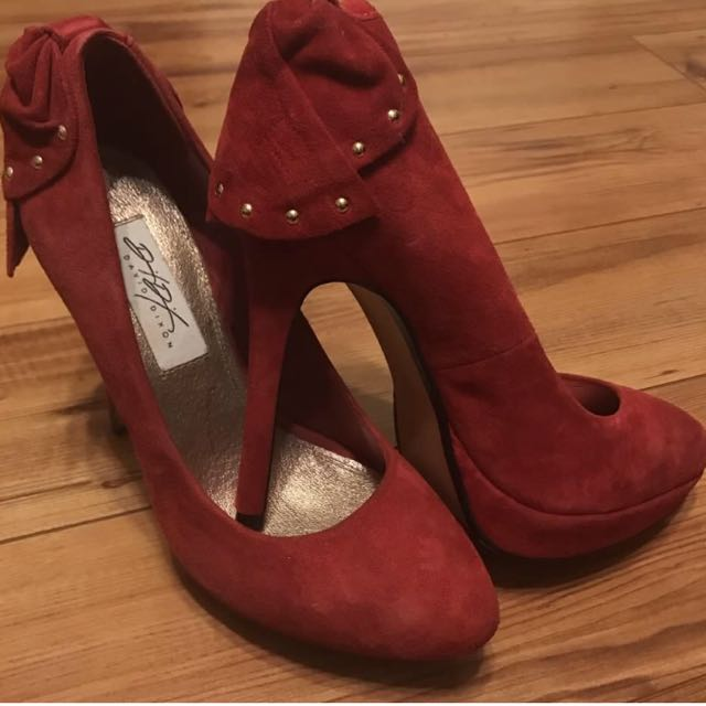David Dixon Size 7.5 Suede Red Heels