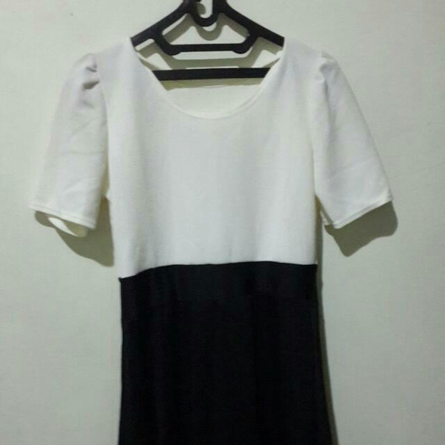 dress midi. black n white. NEW.