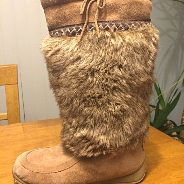 Flurries Moccasin Boots