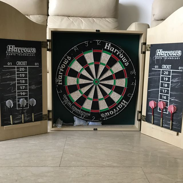 Harrows Dart Board Set