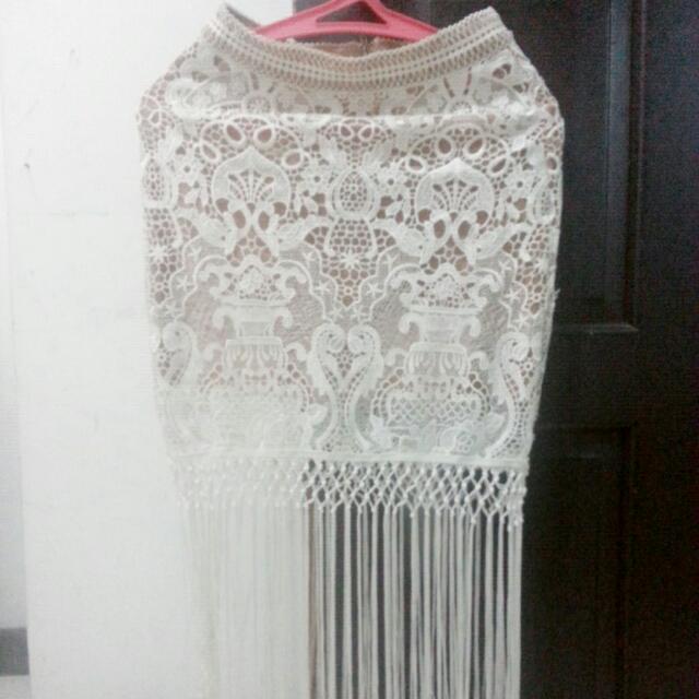 Rok Naura...dress Putih..