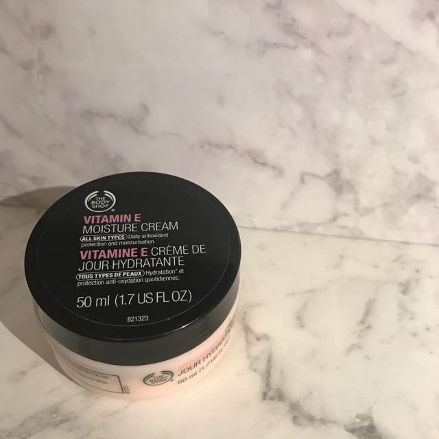 The Body Shop - Vitamin E Creme
