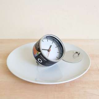 SEAFOOD & VEGETABLES CAT CANNED FOOD CLOCK