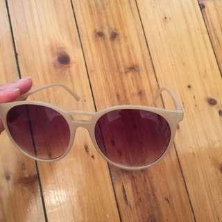 Cream UV Sunnies / Sunglasses