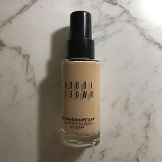BOBBI BROWN Skin foundation Sand 2