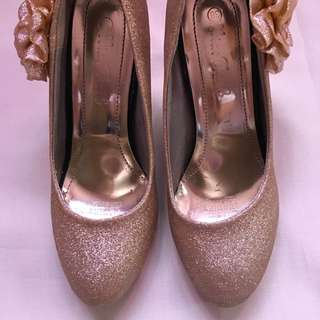 Gold Pumps (with Ribbon)