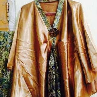Setelan Satin Gold Dan Kain Motif Batik Hijau