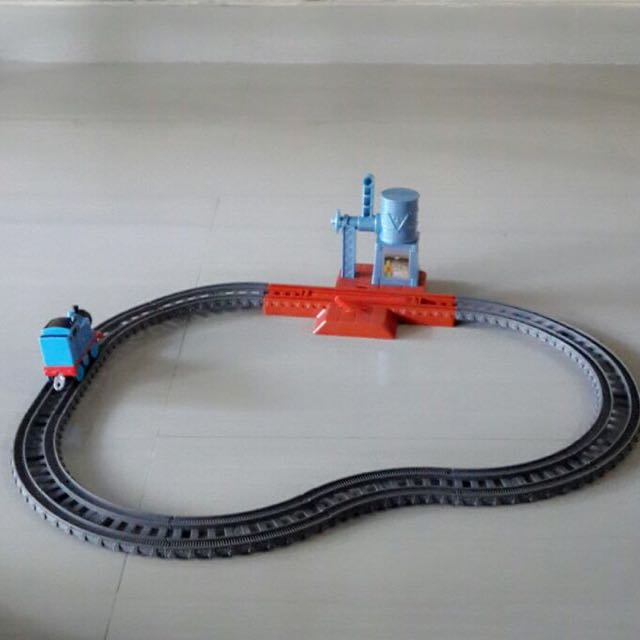 1 Set Thomas Dengan Tracks-nya