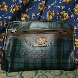 代賣古著手提包