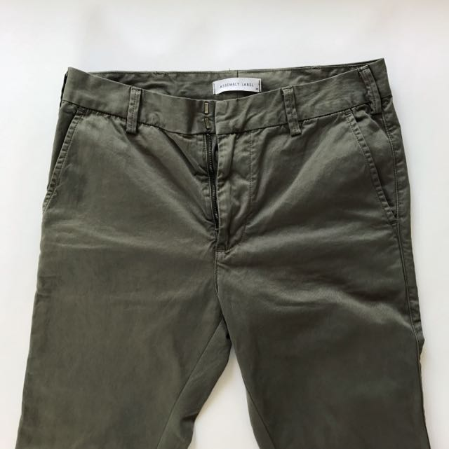 Assembly Label Chinos