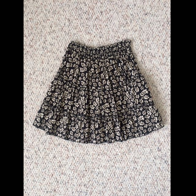 Blacked Flowered Skirt