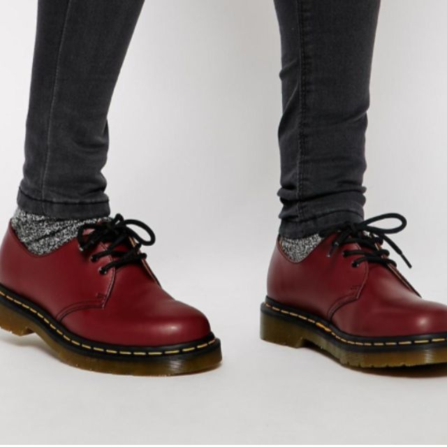 Dr. Martens 1461 in Cherry Red - SIZE 6