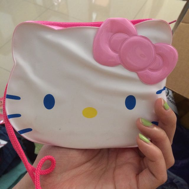 Hello Kitty Purse With Color Pencils