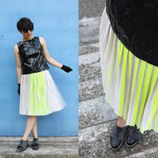 H&M pleated skirt with neon detail