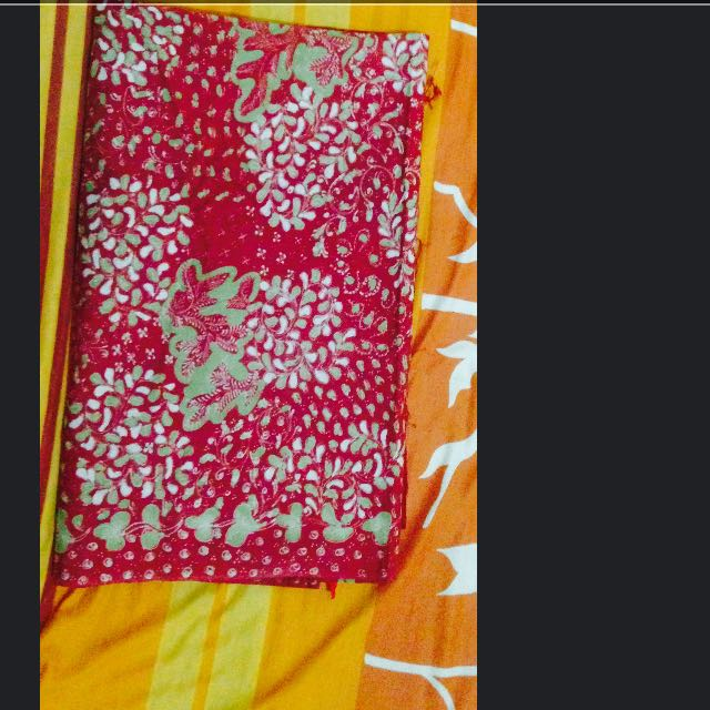 Kain Batik Motif Warna Merah Motif Kehijauan