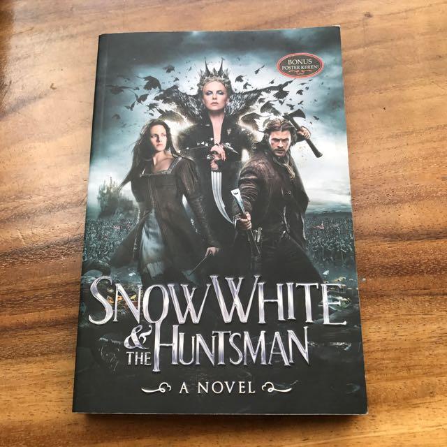 SNOW WHITE & the HUNTSMAN NOVEL BUKU