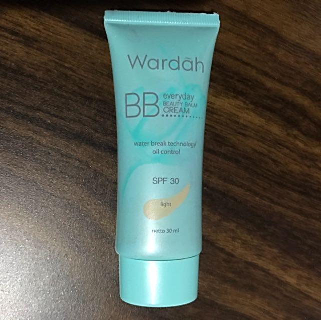 Wardah BB Cream SPF 30 Shade Light