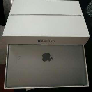 "9.7"" iPad Pro, 32gb, With Apple Smart Keyboard"