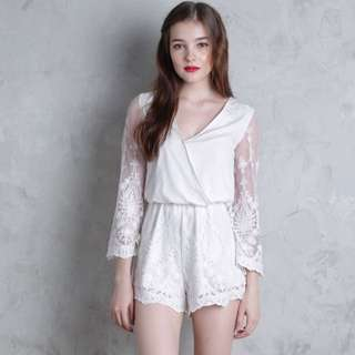 e5efaa8f144 LOOKING FOR Thetinselrack TTR Amora Lace Sleeved Romper (White)