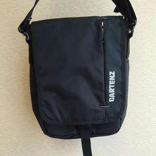 Cartenz Black Travel Sling Bag