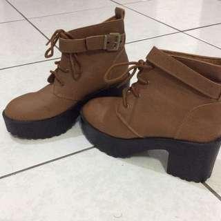 D+F咖啡色厚底高跟帥氣靴