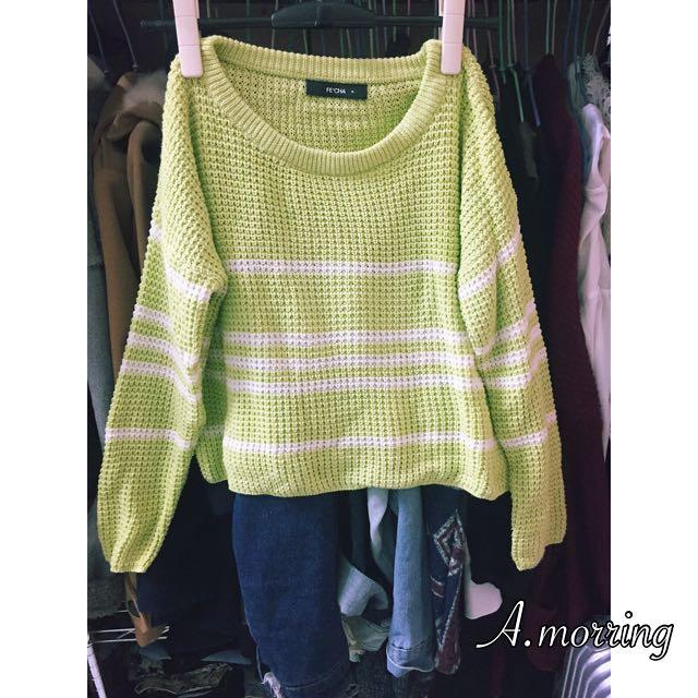 青蘋果色針織毛衣