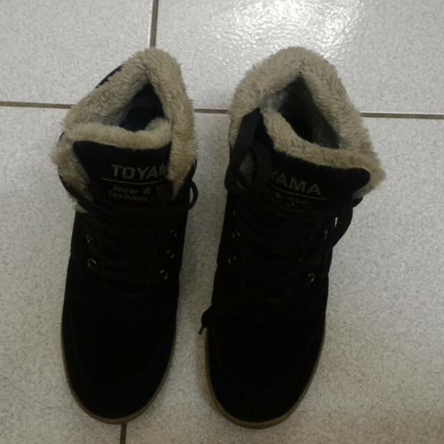 黑色內刷毛保暖靴子