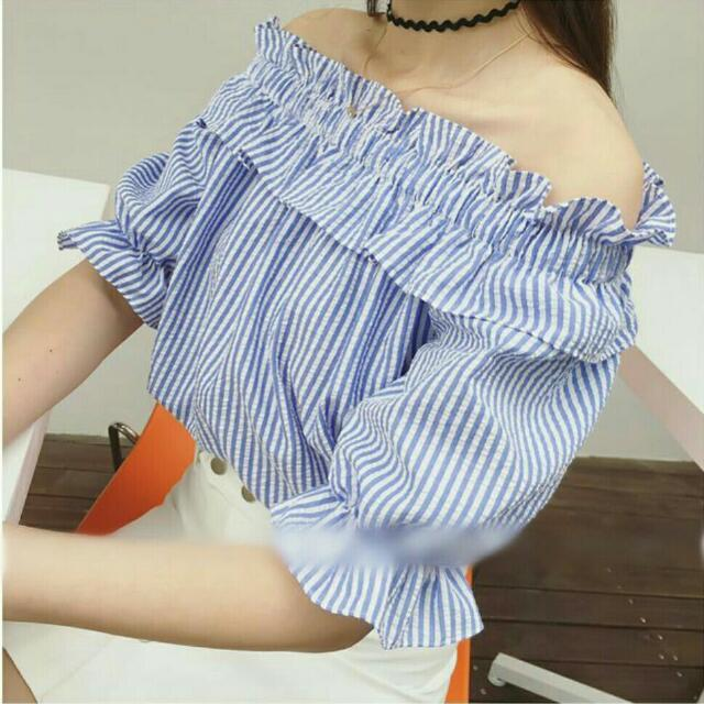 BRAND NEW Ruffled off shoulder blouse