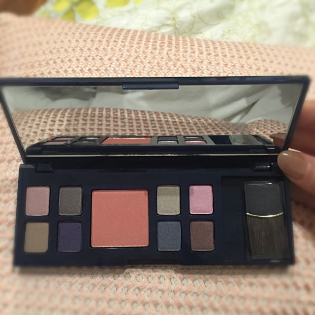 Estee Lauder Eyeshow and blush palette