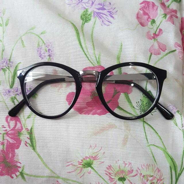 H&M Black Glasses
