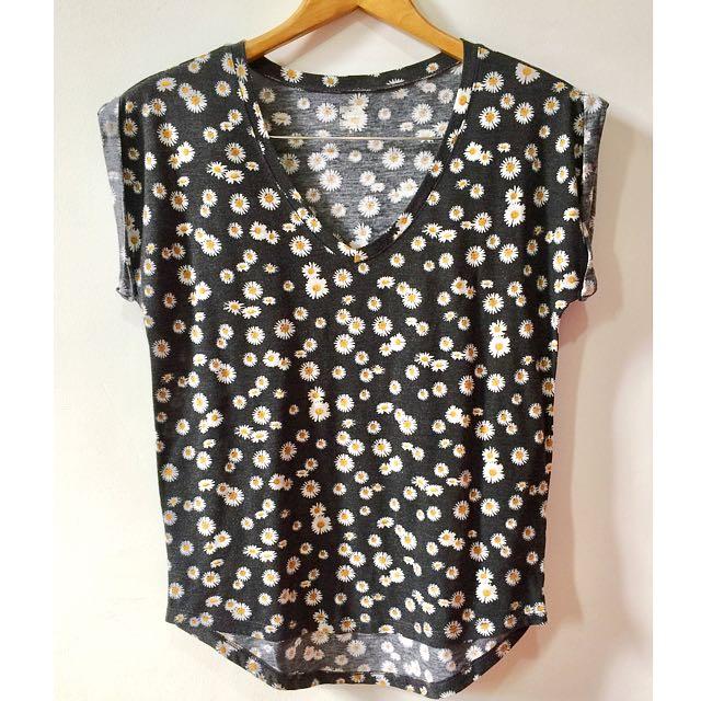 KIRRA V-Neck Daisy Print Shirt