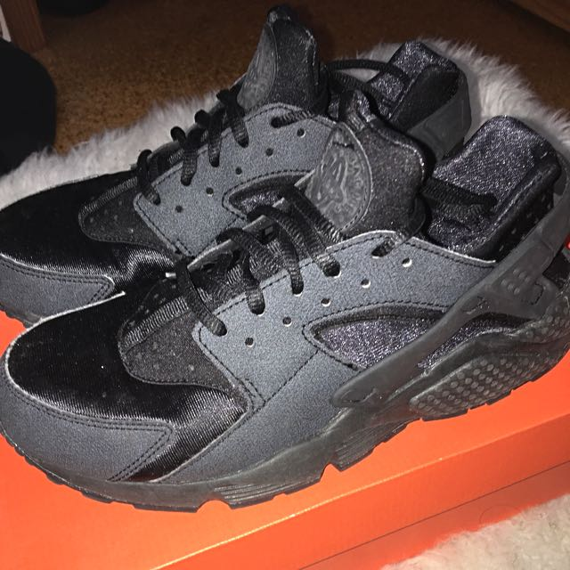 Nike Black Huaraches Size 8.5 (US)