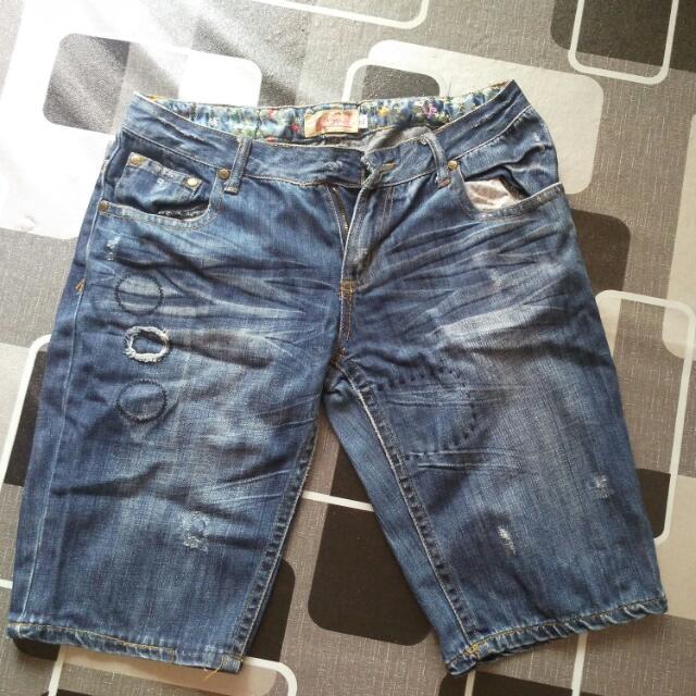 Ripped Short Pant