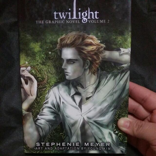 REPRICED😲👩😲TWILIGHT: Graphic Novel Volume 2