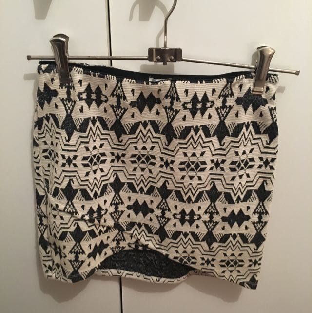 Zara Fitted Pattern Skirt, Size Small