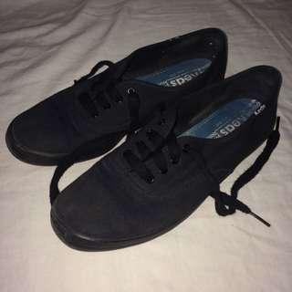Size 6 Keds