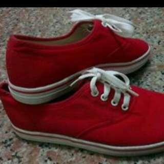 #紅色帆布鞋(可換物)