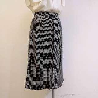 ✼日本製毛線中長裙✼ 羊毛針織 黑白斜紋小圓黑扣 A字過膝 後拉鍊 復古文藝 古著 Vintage