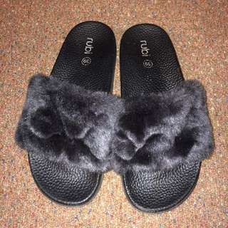 Rubi Fluffy Black Slides