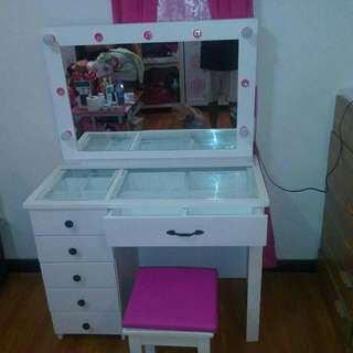 Vanity Table with Glasstop And Upholstered Stool