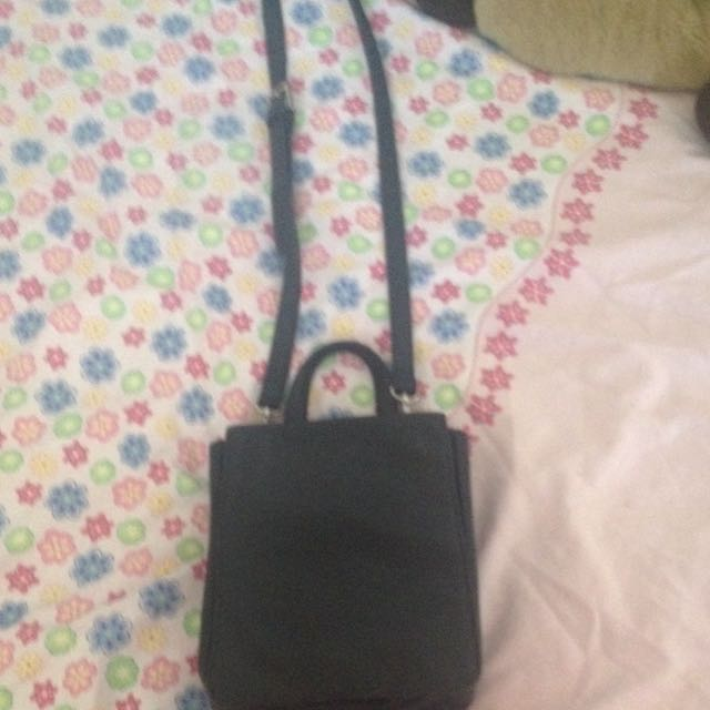 Black Hand Bag Looks Dirty In The Photo But Will Clean It