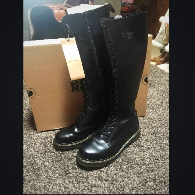 Dr Martens **free Shipping**