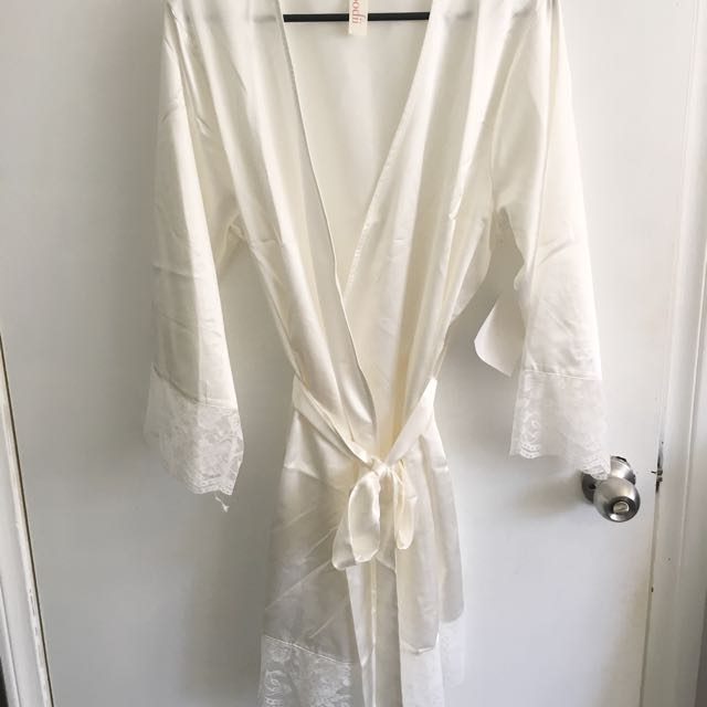HOMEBODII Bridal robe