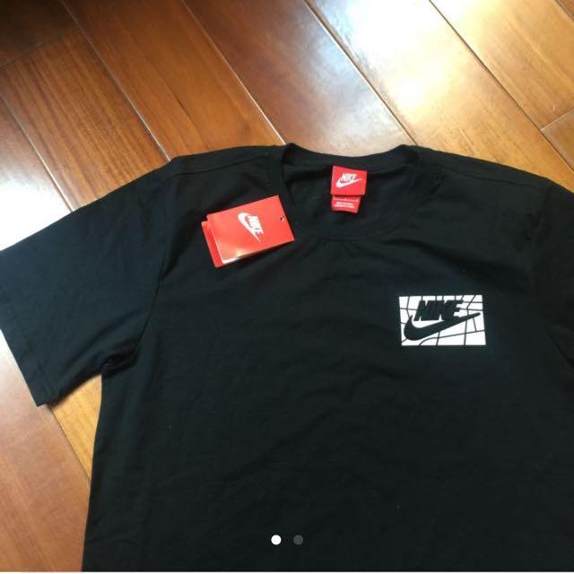 Nike 黑T