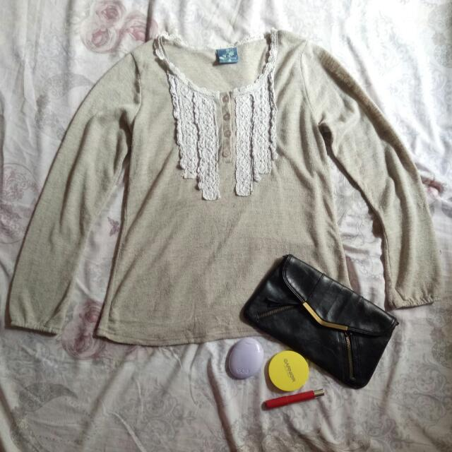 Pre loved knitted long sleeves