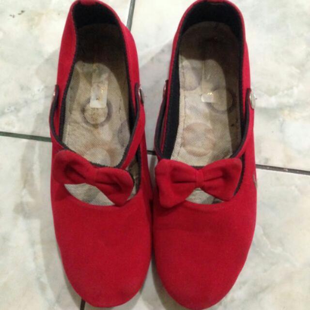 Sepatu Red Ribbon