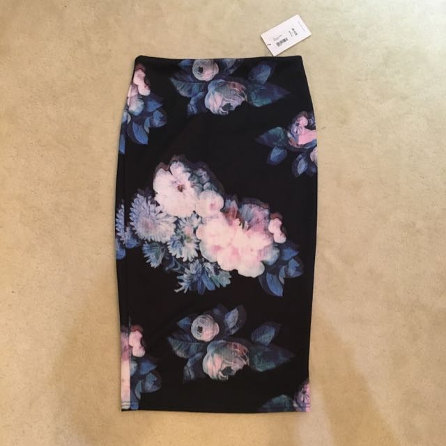 Tempt Pencil Skirt Size Small