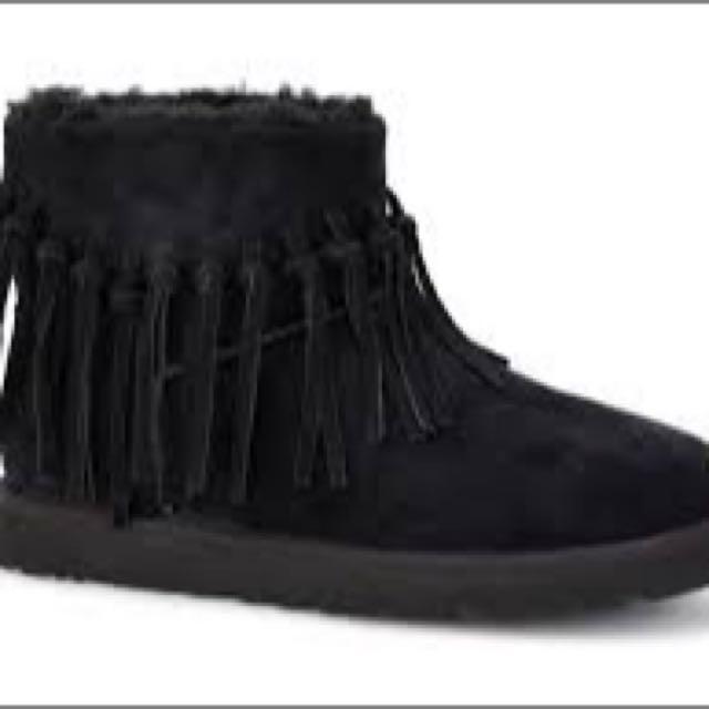 Wynona UGG Fringe Mini Boots Size 9