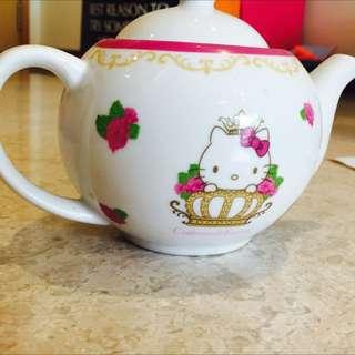 Hello KItty Tea Pot cabtree