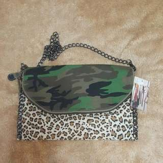 Camouflage Bag (URBAN OUTFITTERS)